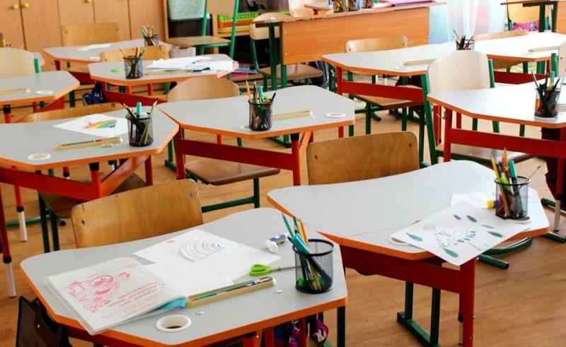 «Неутешительное будущее …» : Школы могут закрыть. Где учиться детям?
