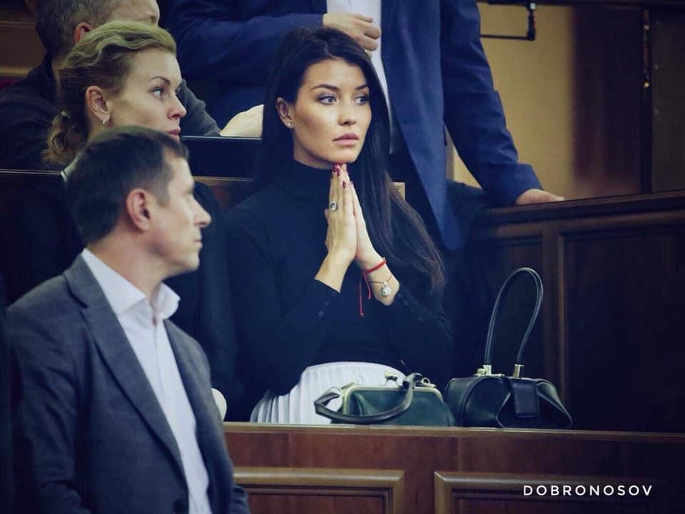 «Молитесь на своего депутата?» : Сеть поразило фото помощницы нардепа Шуфрича. Бубочка!
