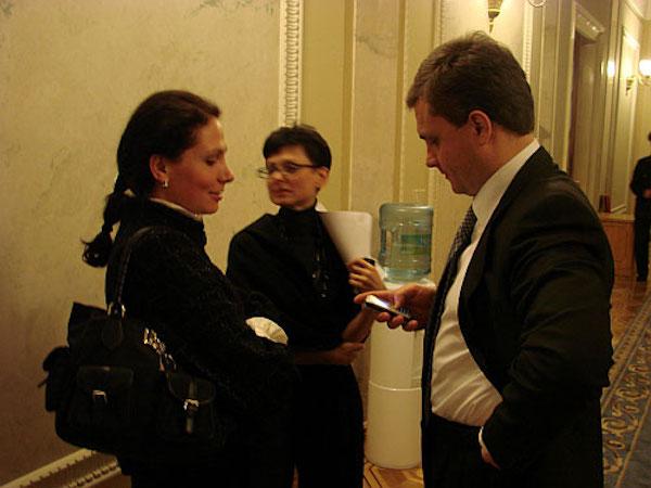 «Вывели 20 млрд долларов»: Нардепы Левочкины владели банком, причастным к масштабной схеме — СМИ