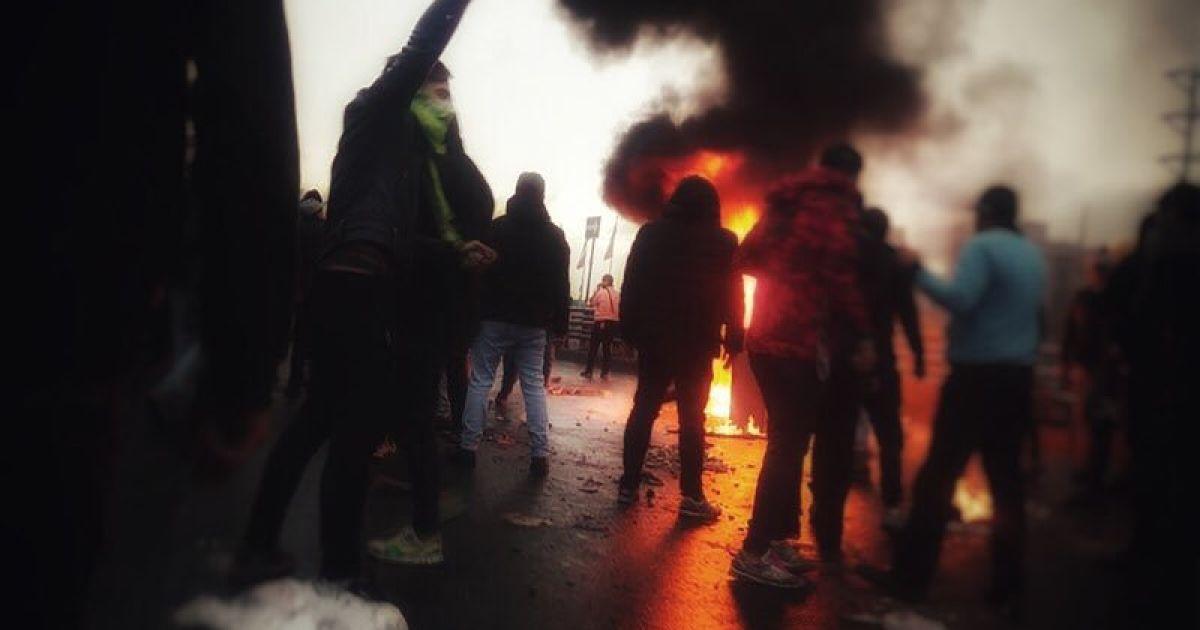 Более 200 человек погибли: протесты почти во всех городах страны! Власть полностью изолирует населения! Что происходит?