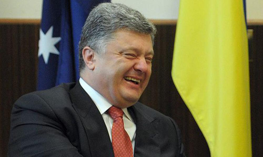 «Батя и его пе*дюк»: В Сети высмеяли «интимное» фото Порошенко и Гончаренко. Нежно держась за ….