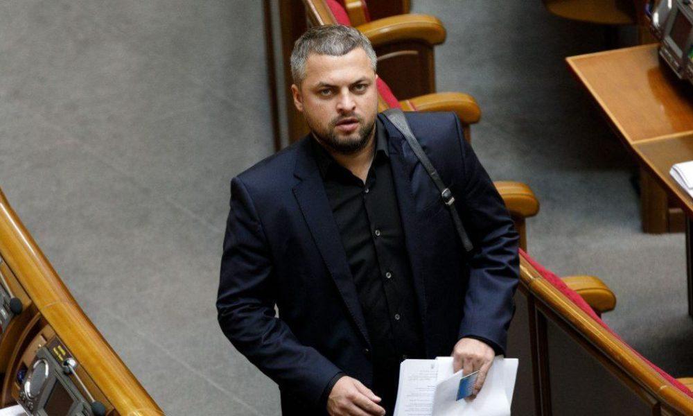 Плюнул в лицо! Депутат от «Слуги» попал в громкий скандал… Зеленский еще не знает