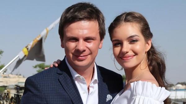 Мечта каждого! Молодая жена Комарова поразила фото с работы. «Мужчины завидуют»