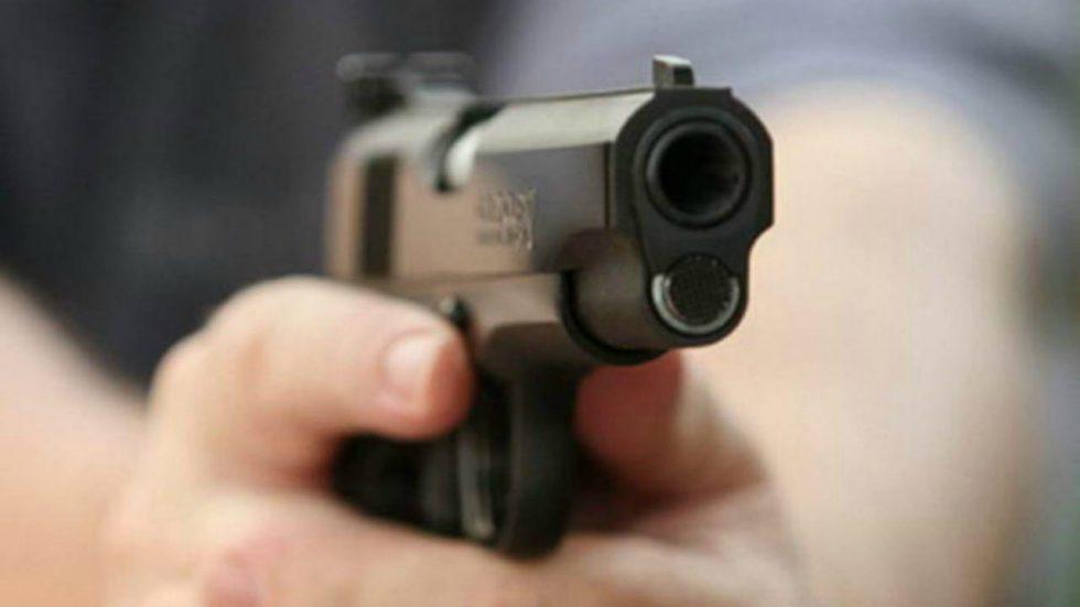 Смотрел прямо в глаза! В Киеве водитель напал на пешехода с пистолетом. Убрал «препятствие» с дороги