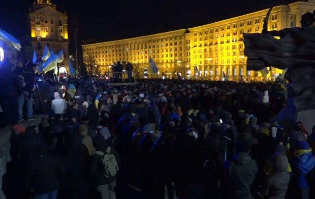 «У нас есть гордость»: тысячи украинцев снова на Майдане. В центре столицы происходит потрясающе!