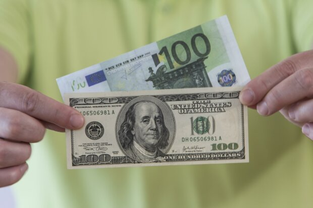 Бьет все рекорды! Эксперты рассказали, что будет с валютой уже в декабре? Украинцы в замешательстве