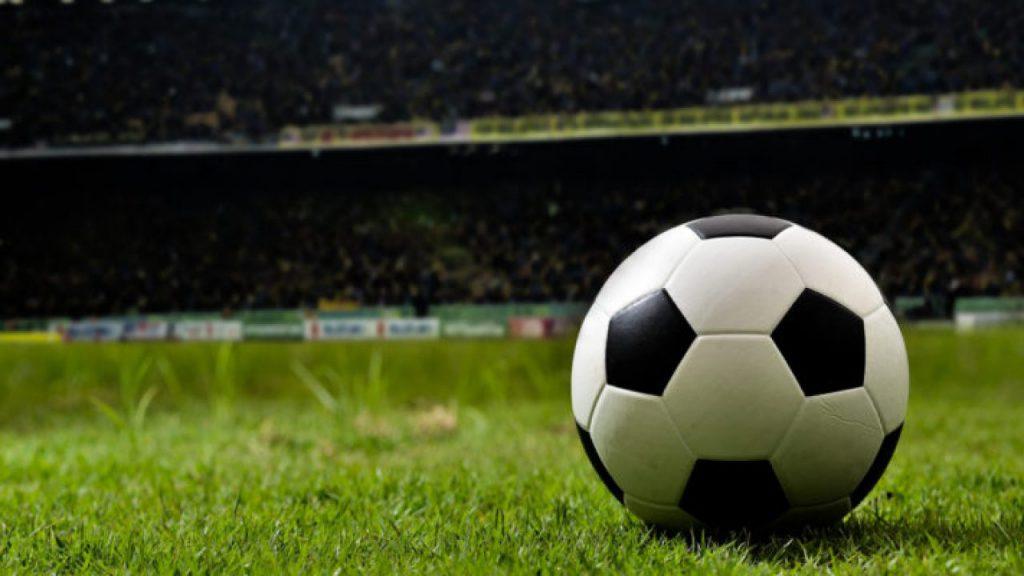 «Критический момент наступил» : Первый чемпион Украины не приехал на матч. Поклонники разъяренные