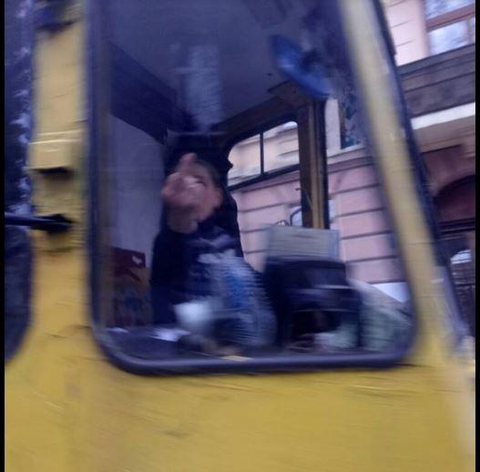 «Обматерили и показала средний палец»: Во Львове водитель трамвая шокировала своим поведением. И это культурная столица