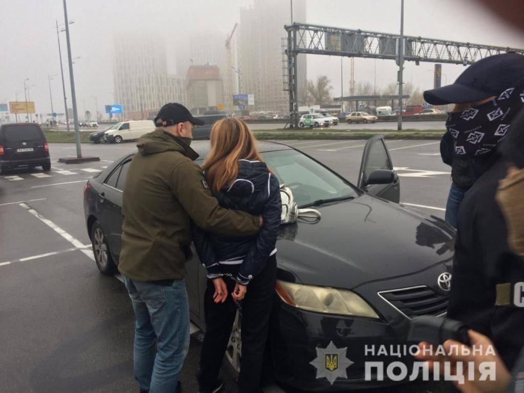 «Оценила в 10 тысяч долларов»: В Киеве женщина «заказала» любовницу мужа