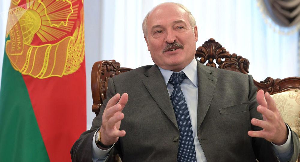 «Анджелина Джоли!»: Лукашенка заподозрили в романе с известной красоткой. Конфликт набирает оборотов