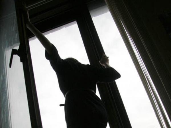 Не позволила себе помочь … В Сумах студентка выпрыгнула из окна общежития. Подробности