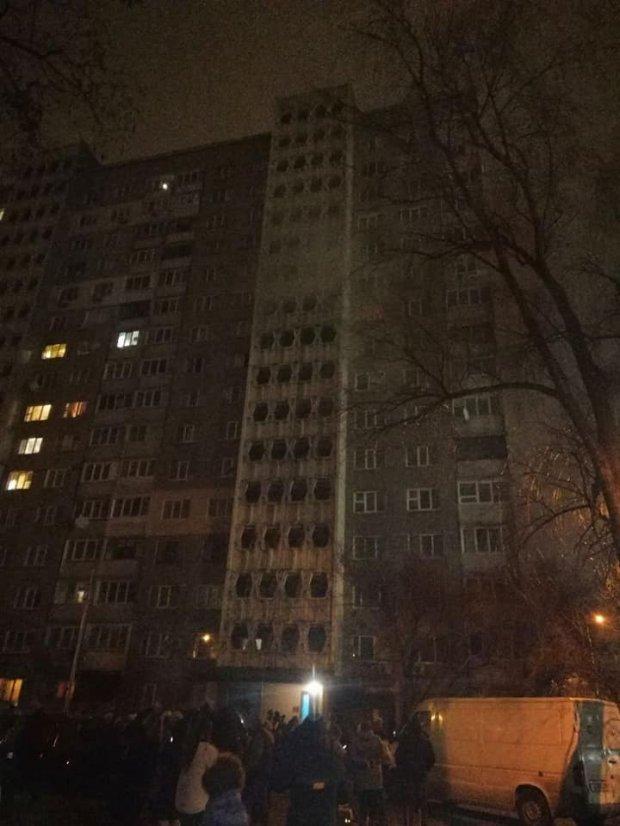Пострадали дети: В Киеве произошел ужасный пожар в многоэтажке. Есть погибшие