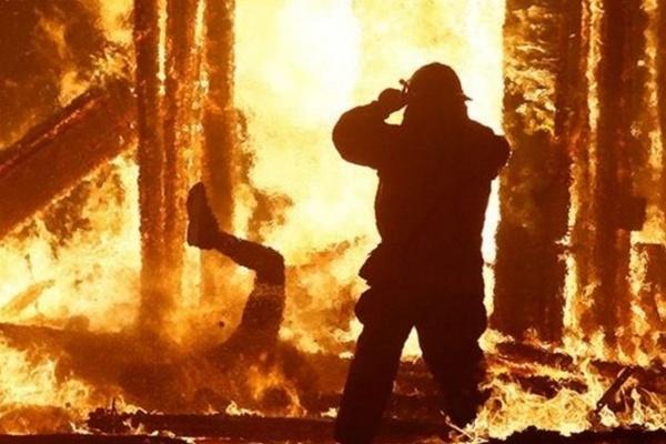 «Сгорел заживо» : В Днепре случился страшный пожар. Огонь уничтожил все …