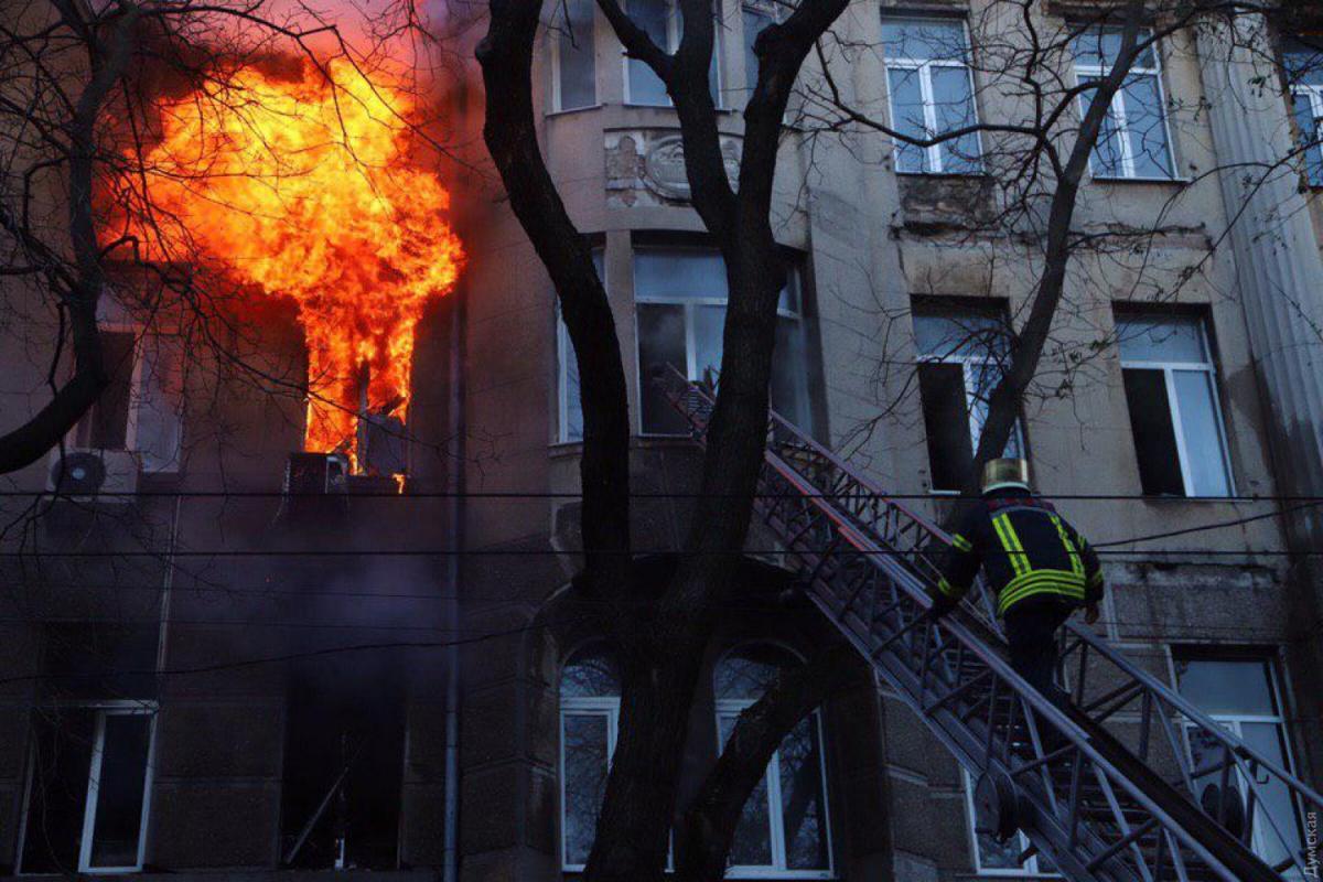 «Не выходила на связь еще с 30 ноября» : Стало известно об еще одной пропавшей во время пожара в Одесском колледже