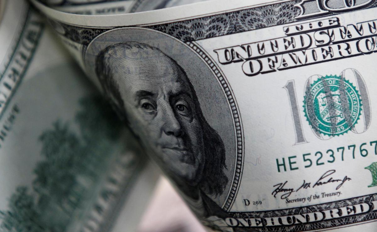 «Гривна поставила доллар на колени»: После Рождества курс валют ошеломил украинцев. Такого не было 4 года
