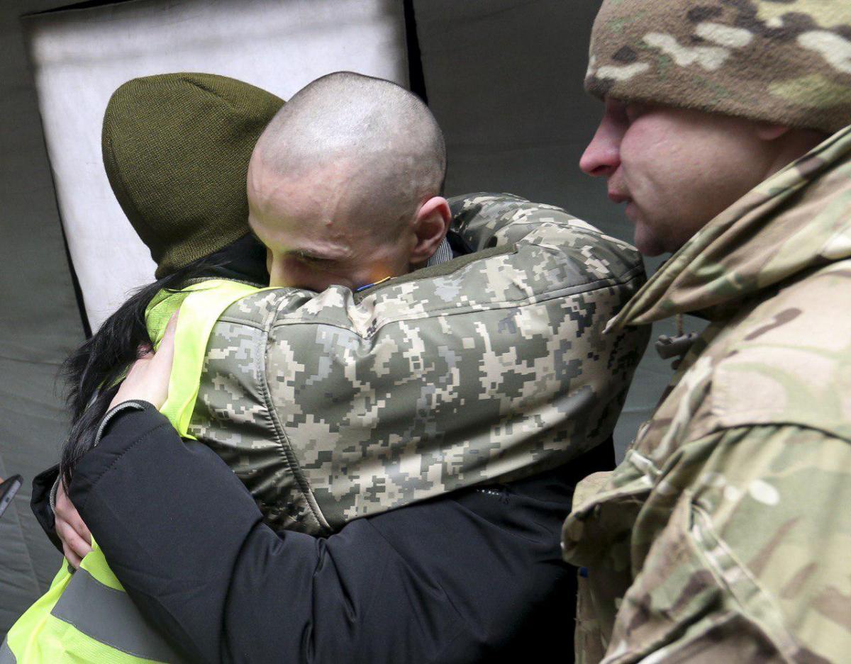 «Алло мама, все хорошо!» В Сети показали трогательные звонки освобожденных пленных своим родным. Слез не сдержать!