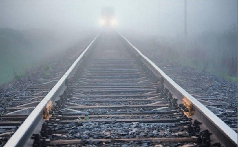 «Упал с платформы»: Под Харьковом поезд насмерть сбил мужчину. «Избежать наезда не удалось …»
