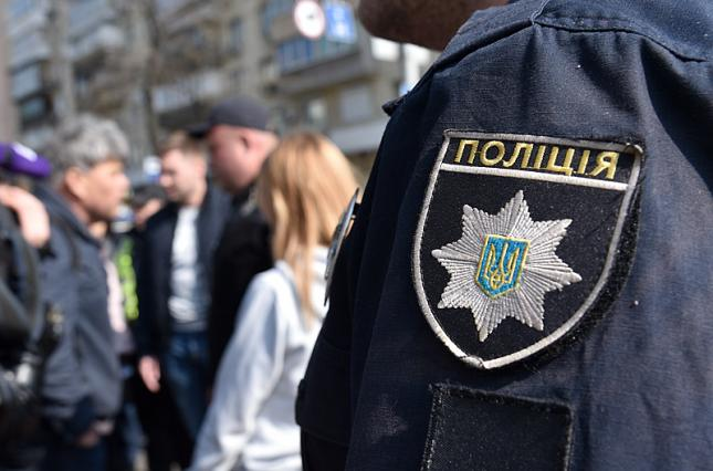 Надоело жить. На Киевщине полицейский выстрелил в себя прямо на рабочем месте