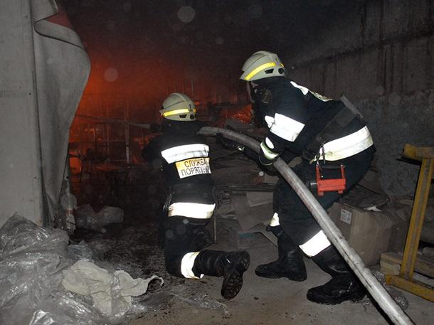 Гремело и дымило. Крупный пожар в центре Днепра. Причины неизвестны