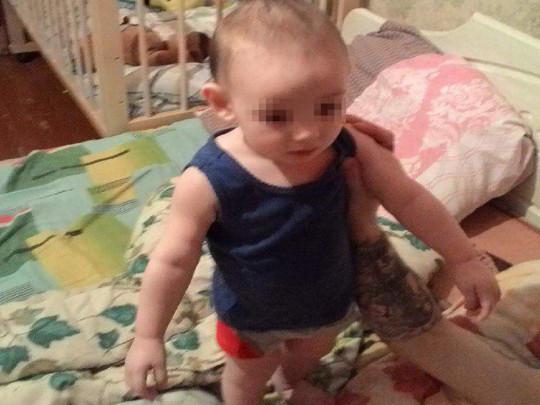 «Пил воду из крана и ….»: Двухлетний мальчик провел несколько дней с трупом матери. Соцслужбы шокированы увиденным