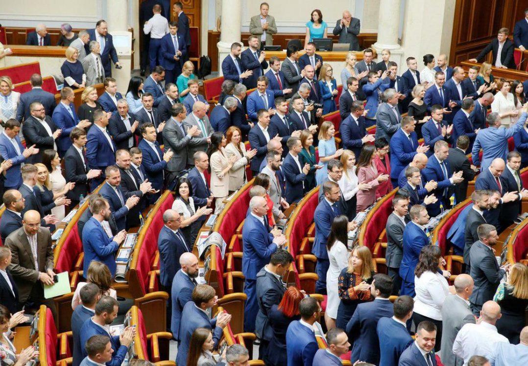 «С *кс на новом матрасе»: Интимная переписка депутата от «Слуги народа» взорвала Сеть. Что с ними не так?
