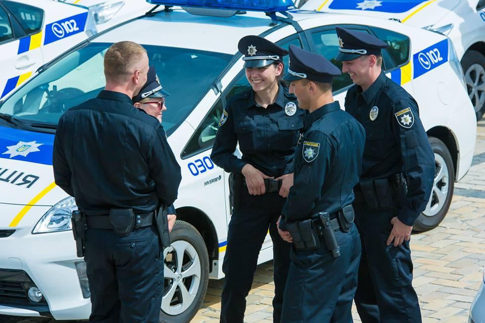 Полицейские танцуют и веселятся: Патрульные Киева завели аккаунт в TikTok. Вы должны это увидеть!