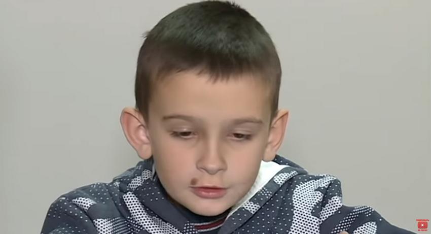 «9-летний Ваня два дня провел в доме с трупом бабушки»: Отец не отдает сына матери и держит его в нечеловеческих условиях