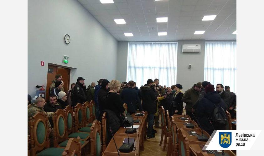 «Выбили дверь и повредили имущество»: На сессию Львовского городского совета ворвались неизвестные. Выдвинули главное требование!