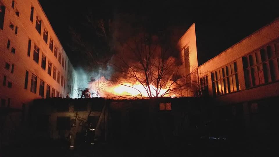 Трагедия в Одессе ничему не учит! В учебном заведении в Харькове вспыхнул жуткий пожар. Все в дыму и огне…
