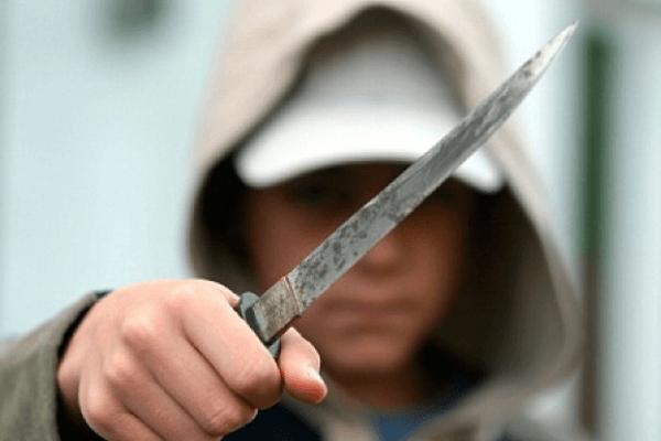Жестоко разорвала: «Неадекватная» студентка напала с ножом на преподавательницу