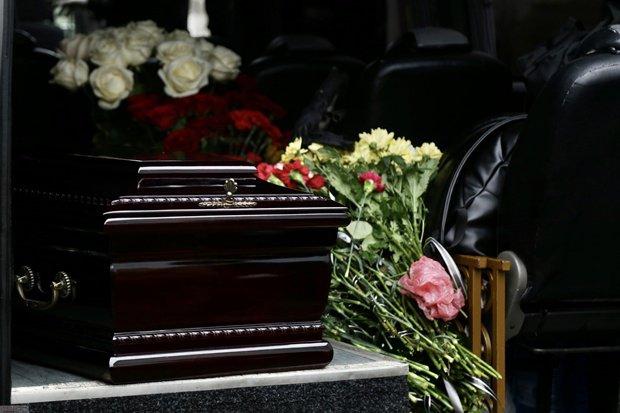 «Хоронили в закрытом гробу»: В Одессе простились с еще одной жертвой пожара. Тело сильно обгорело, опознали по украшениях