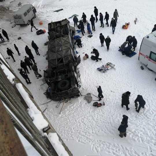 «Вылетел с моста и …»: В России произошло смертельное ДТП с пассажирским автобусом. Жуткие детали