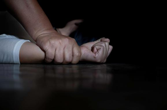 Заманил сладостями: в Харьковской области 68-летний мужчина зверски изнасиловал первоклассницу