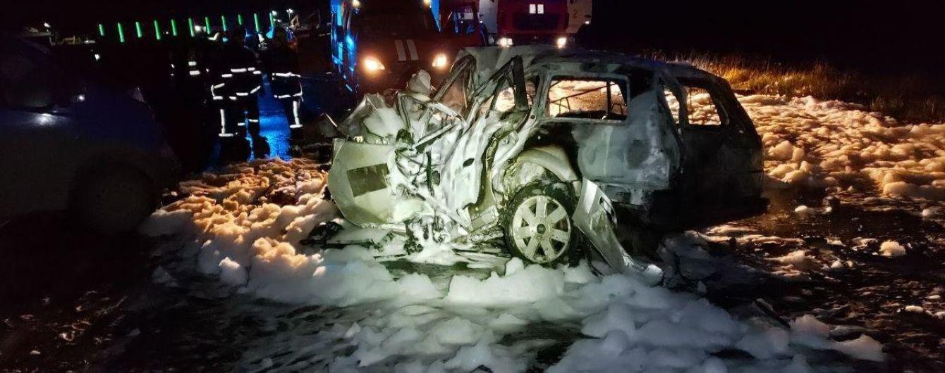 «Сгорели заживо» : Под Черновцами произошло жуткое ДТП. Шансов на спасение не было …
