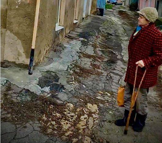 «Жила с трупом сына несколько дней»: трагедия на Херсонщине поразила людей. Умоляла о помощи
