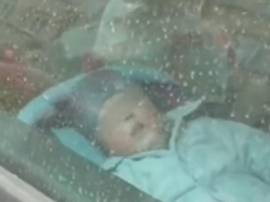 «Закрыла в машине и пошла по своим делам»: Мать оставила младенца умирать на морозе