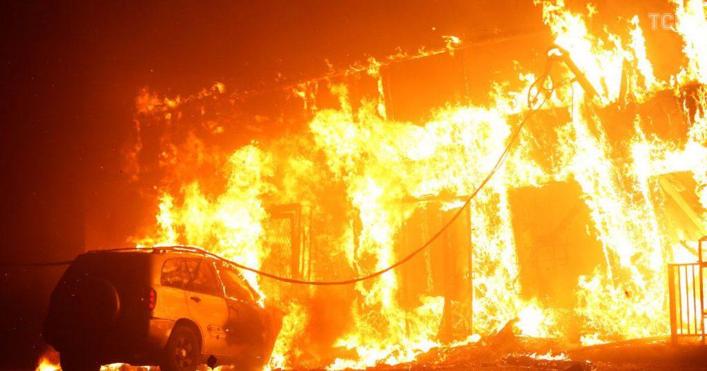 Ужасный пожар на фабрике: Почти полсотни погибших. Медики работают без остановки