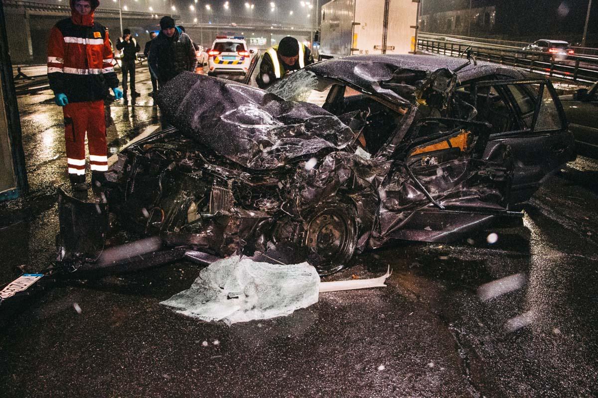 «Грузовик просто раздавил автомобиль»: Жуткое ДТП в Киеве. У водителя просто не было шансов