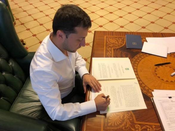 «Арест и слежка»: Зеленский подписал закон, который решит жизни нардепов. Станет справедливее!