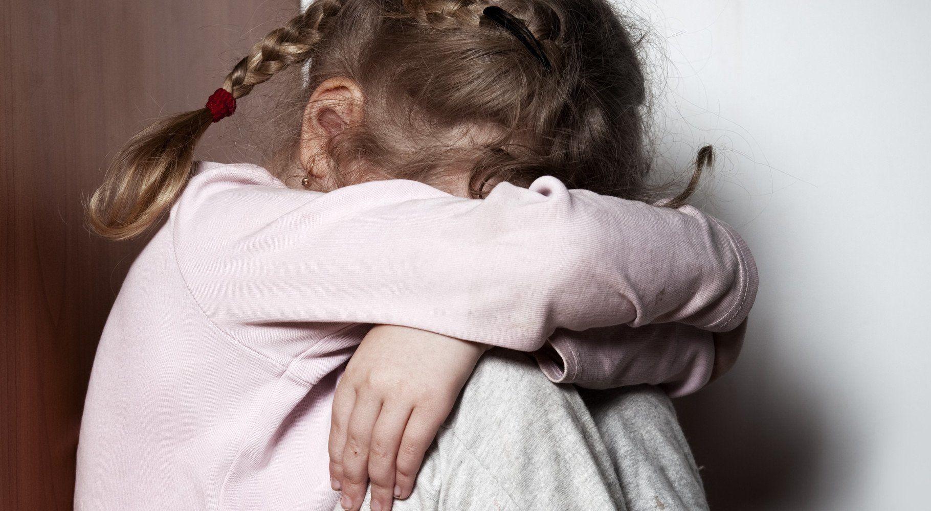 Воспользовался детской беспомощностью. Под Киевом педофил развращал трехлетнюю дочь
