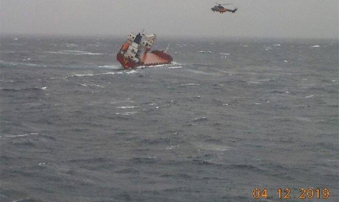 «Проводится спасательная операция»: Судно с 14 украинцами на борту потерпело крушение у берегов Греции