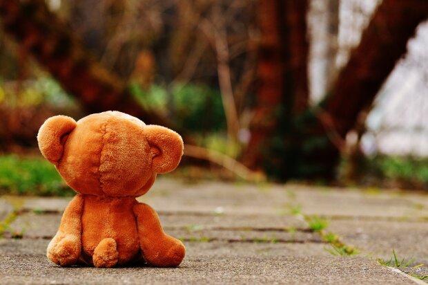 «В кармане была игрушка» : В Днепре возле роддома обнаружили тело мужчины
