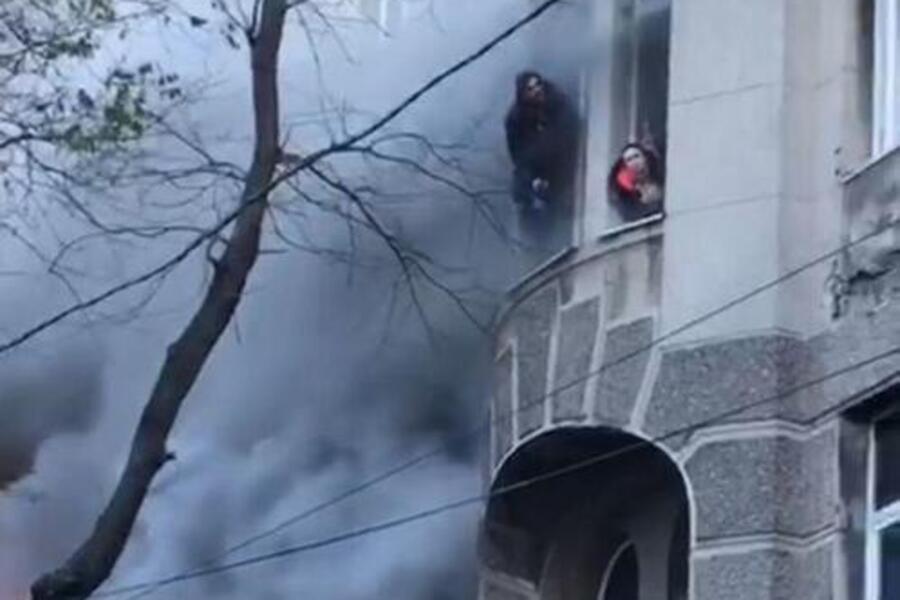 «Сегодня утром»: В Одессе из-под завалов достали еще два тела. «Сильно обгорели, трудно опознать»
