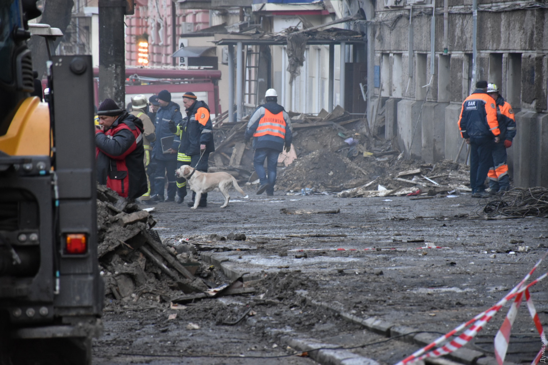 Только что! Под завалами в Одессе достали еще одну жертву жуткого пожара. Тело сильно обгорело