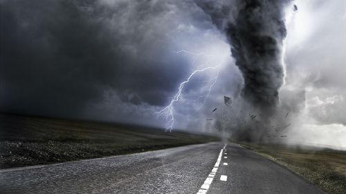 Смертельные ураганы: Ужасные штормы забирают жизни людей по всей Европе
