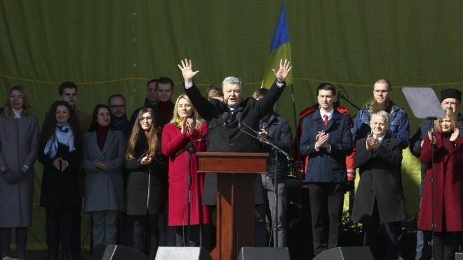 «Какая же ты … .. Вы со своим кумом Юрой продали …»: Украинец просто «размазал» Порошенко в Сети. «За 6 лет — ничего»
