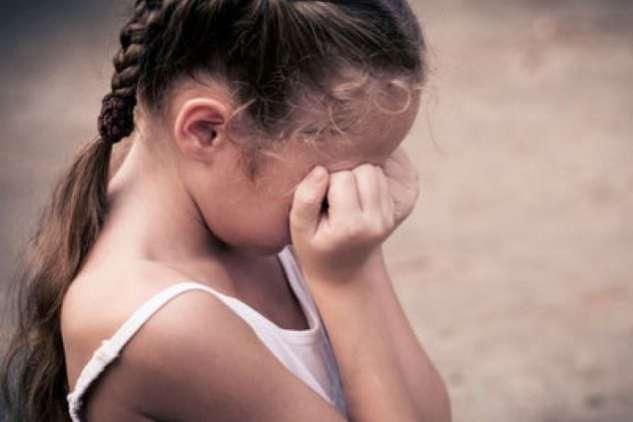 «Средь бела дня, еще на Рождество»: Мужчина поиздевался над 10-летней девочкой прямо в автобусе