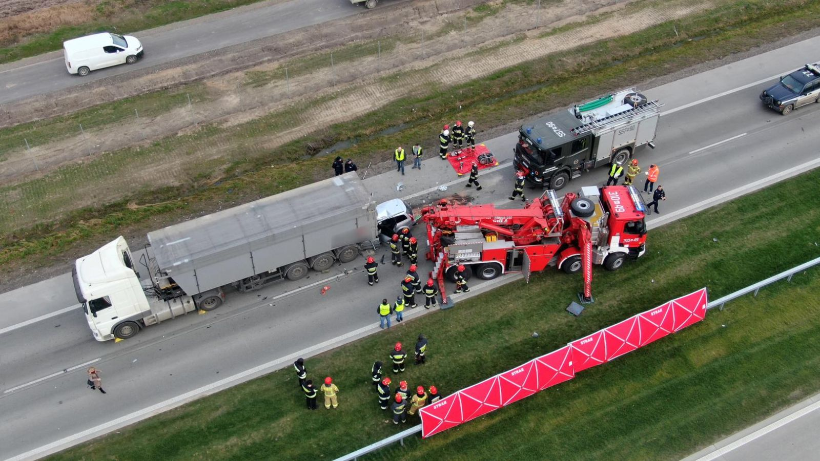 Не разминулись. В Польше авто с украинцами столкнулось с грузовиком. Есть погибшие