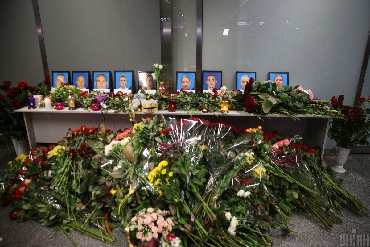 Наконец-то дома! В «Борисполе» прощаются с погибшими пассажирами Боинга. Слезы на глазах