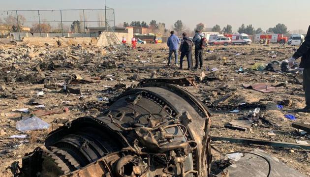 Дети и целые семьи. Новые фото жертв авиакатастрофы в Иране. Только начали жить